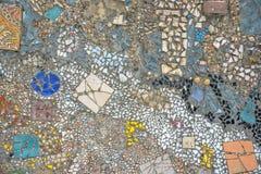 Ściana robić kolorowe mozaik drzazgi zdjęcia stock