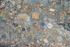 Ściana robić kolorowe mozaik drzazgi zdjęcie stock