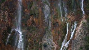 Ściana skały i waterwalls zdjęcie wideo