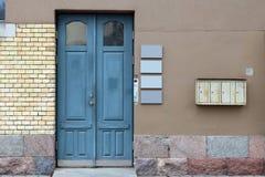 Ściana stary budynek biurowy robić żółte cegły, czerwień gr Obraz Stock