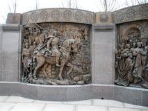 Ściana z bareliefem blisko zabytku książe Vladimir obrazy royalty free