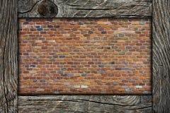 Ściana z cegieł i drewniana rama Zdjęcia Stock