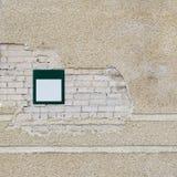 Ściana z cegieł i metalu talerz Obrazy Stock