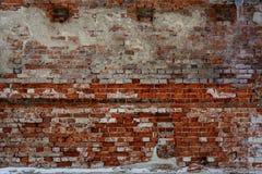 Ściana z cegieł, stara ściana z rozdrabnianie tynkiem, tekstura, tło Obrazy Stock