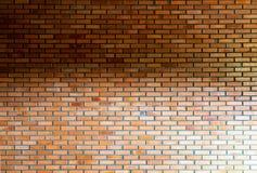 Ściana z cegieł tekstura na nieociosanym tle Obrazy Stock