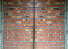 Ściana z cegieł w budowie tło z nawierzchniowym podziałem zdjęcia royalty free