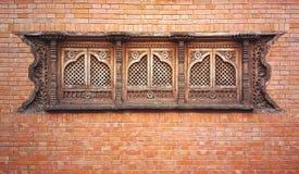 Ściana z cegieł z pięknymi okno Zdjęcia Royalty Free