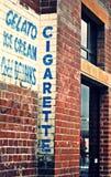 Ściana z cegieł z reklamami Fotografia Stock
