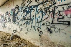 ściana z graffiti chrzcielnicą obrazy royalty free