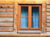 ściana z okno nowożytny bela dom w wiosce obrazy stock