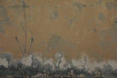 Ściana z pęknięciami i narysami zdjęcia royalty free
