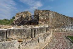 Ściany i fortecy wierza od rzymianina roszuje Dimum, Bułgaria obrazy stock