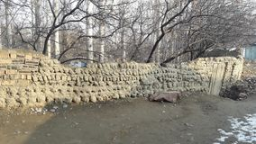 Ściany robić glina i kamienie w górzystych wioskach obraz royalty free