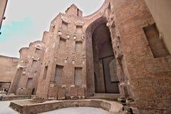Ściany z cegieł przy skąpaniami Diocletian rome fotografia royalty free
