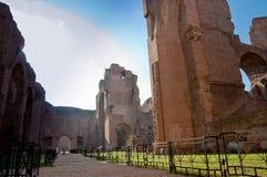 Ścieżka i ruiny od frigidarium na caracalla skaczemy przy Rzym Fotografia Royalty Free