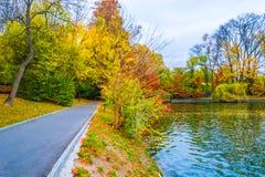 Ścieżka na brzeg jeziora obrazy stock