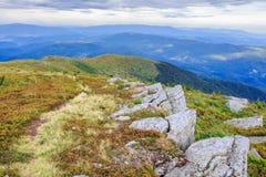 Ścieżka na kamienistej wysokiej grani Zdjęcia Royalty Free