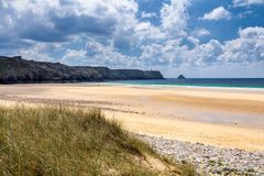 Ścieżka piasek plaża z beachgrass Sposób szeroki piaskowaty beache obrazy stock