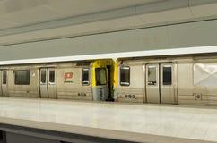 Ścieżka pociąg na platformie Zdjęcia Stock
