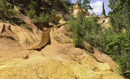 Ścieżka Prowadzi puszek Roussillon Poprzedni Brunatnożóli łupy zdjęcia stock