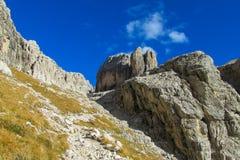 Ścieżka wśród roky falez gór dolomity Fotografia Royalty Free