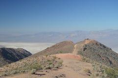 Ścieżka Widzieć kolorów Panoramicznych widoki dolina śmierć Podróż wakacji geologia zdjęcia royalty free
