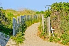 Ścieżki wzdłuż plaży zdjęcie stock