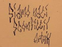 """Ścienny literowania """"We Był Urodzonym Defeated† w Bologna & x28; ITALY& x29; , Scritta Murale """"Siamo Nati Sconfitti† Bo obraz stock"""