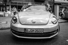 Ścisłego samochodu Volkswagen Beetle kabriolet, 2016 Zdjęcia Royalty Free