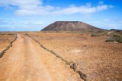 Ślad i wulkan na Los Lobos wyspie Zdjęcie Royalty Free