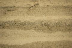 Ślad istota ludzka na żółtym piasku idealna konsystencja tło piasku Obraz Stock