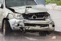 Ślada uszkadzający samochody w wypadku zdjęcie royalty free