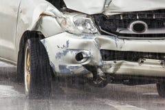 Ślada uszkadzający samochody w wypadku obrazy royalty free
