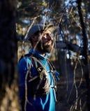 Śladu biegacz w lesie zdjęcie stock