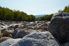 Śledzone skały Otaczają Białe góry Obraz Stock
