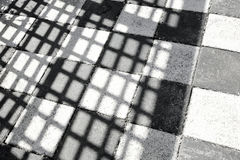 Śledzony czarny i biały tło obrazy stock