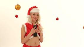 Śliczna Śnieżna dziewczyna Opowiada Na telefonie Odizolowywającym Dalej zbiory wideo