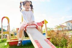 Śliczna Azjatycka dziewczyna na boisku zdjęcie stock