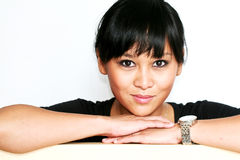 Śliczna Azjatycka kobieta ono Uśmiecha się dla kamery Zdjęcia Stock