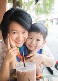 Śliczna azjatykcia chłopiec i jego ciocia Zdjęcia Royalty Free