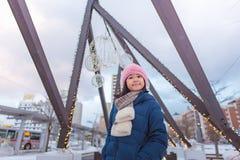 Śliczna azjatykcia dziewczyna w zimie obraz royalty free
