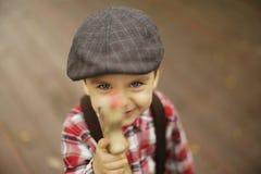 Śliczna berbeć chłopiec, chłopiec będzie chłopiec Zdjęcie Stock