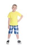 Śliczna blond chłopiec w żółtej koszula fotografia stock