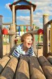 Śliczna chłopiec bawić się w boisku zdjęcia stock