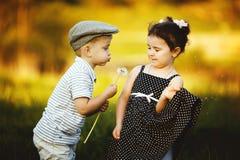 Śliczna chłopiec i dziewczyna fotografia royalty free