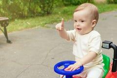 Śliczna chłopiec outdoors obrazy stock