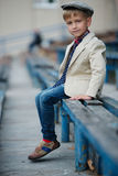 Śliczna chłopiec pozuje portret Zdjęcie Stock
