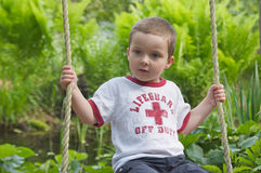Chłopiec na huśtawce Zdjęcia Stock