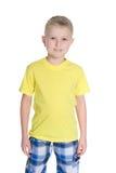 Śliczna chłopiec w żółtej koszula fotografia stock