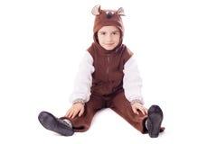 Śliczna chłopiec w niedźwiadkowym kostiumu Obrazy Royalty Free
